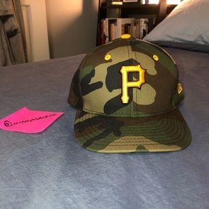 MLB Pittsburgh Pirates 7 1/4 Fitted Hat